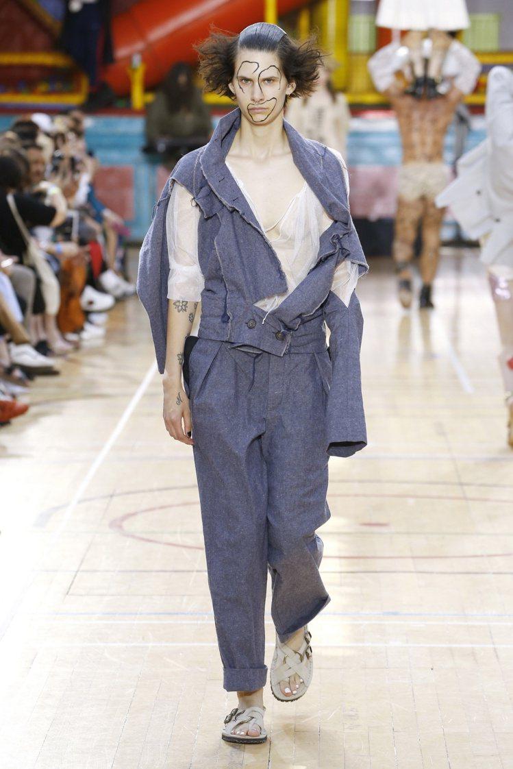 穿到一半的襯衫是Vivienne Westwood沒主題中的主題。圖/Vivie...