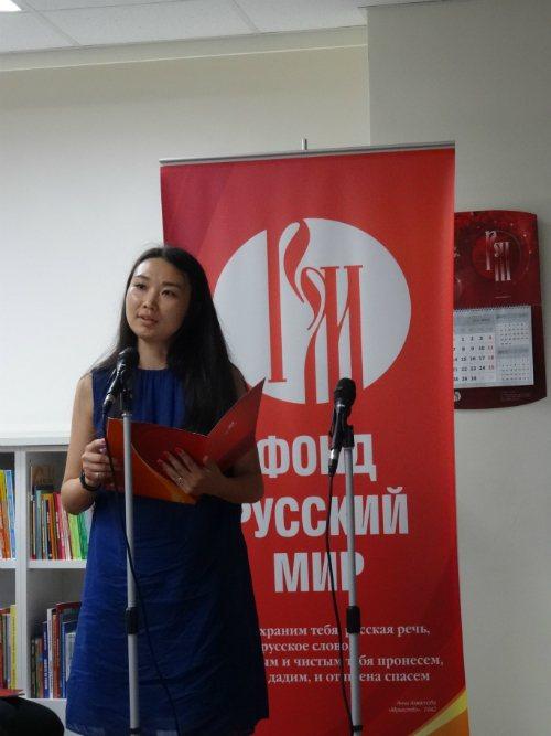 來自俄羅斯圖瓦共和國的契契娜朗讀席慕蓉詩作《父親的草原母親的河》。圖/俄羅斯中心...