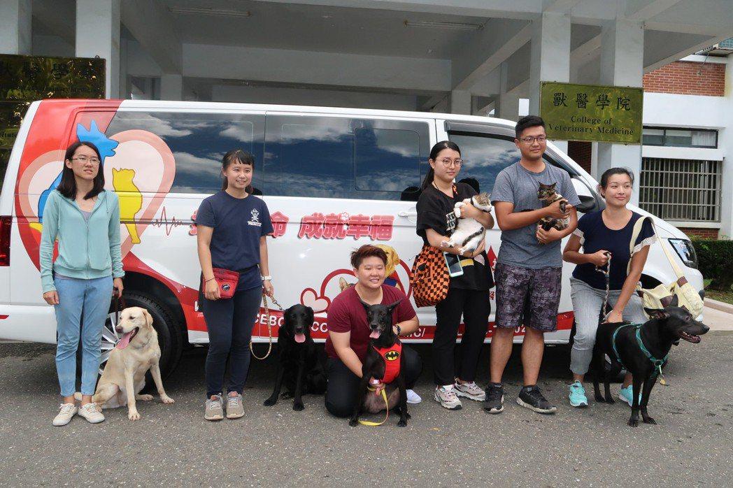 國立屏東科技大學成立獸醫輸血醫學中心一年,獲各地熱血狗友支持。記者翁禎霞/攝影