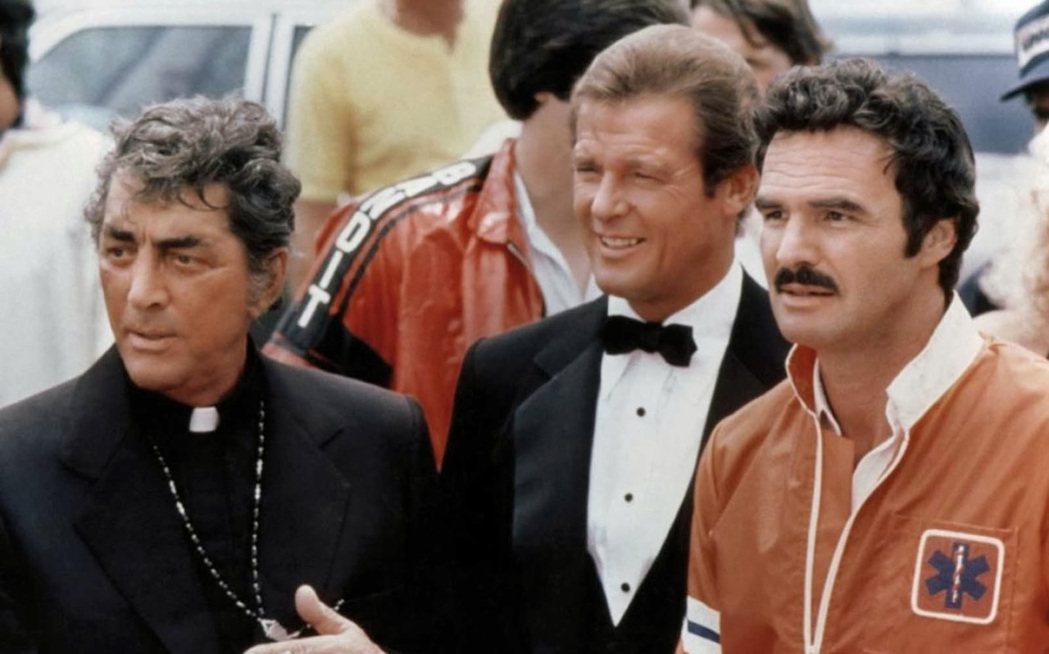 歐美巨星畢雷諾斯(左起)、羅傑摩爾、狄恩馬丁聯手主演 「炮彈飛車」。圖/摘自Ci