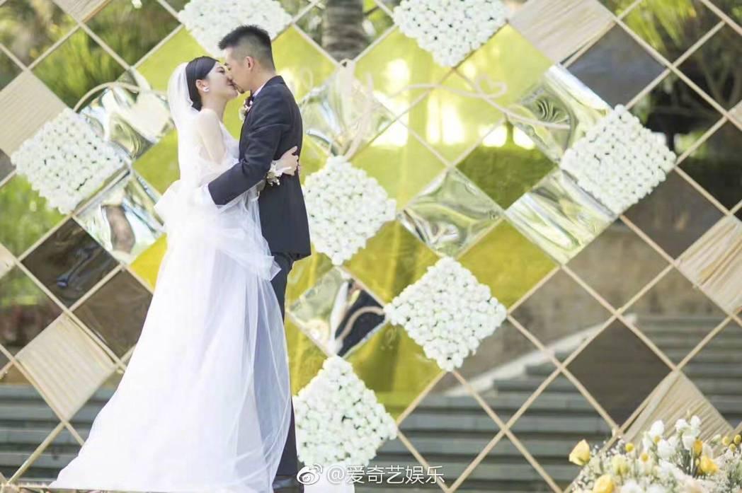 吳中天與楊子姍的三亞戶外婚宴。圖/摘自微博