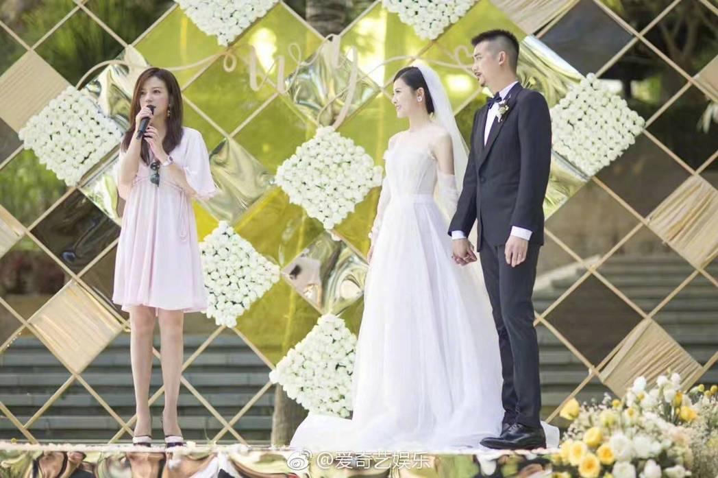 趙薇擔任吳中天與楊子姍的證婚人。圖/摘自微博