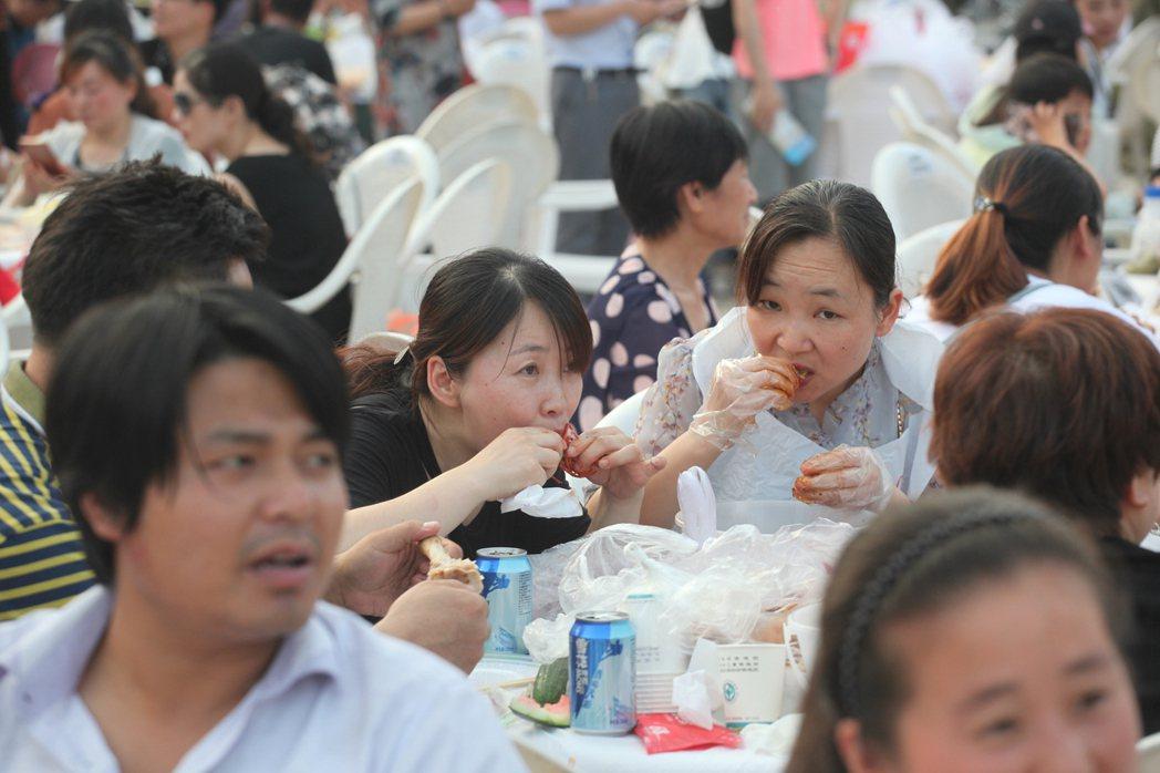 盱眙萬人龍蝦節是當地重要節慶活動,幾乎人人都會參與。記者劉學聖/攝影
