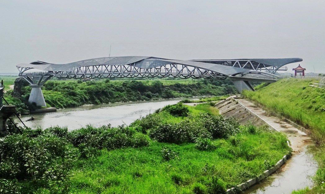 雲林縣北港溪美麗的女兒橋下延伸兩公里將斥資9千萬元,動工植被美化打造雲林最大的魅...