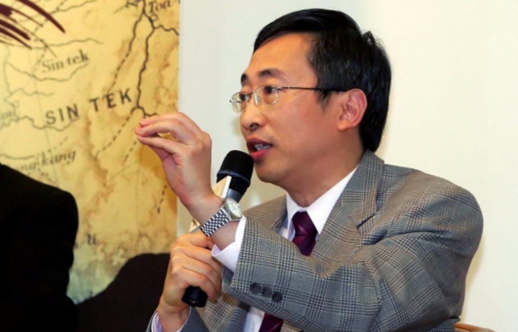 作家王丰自述,他研究所念的是政治大學東亞研究所,自詡是研究大陸問題的專家,其實不...