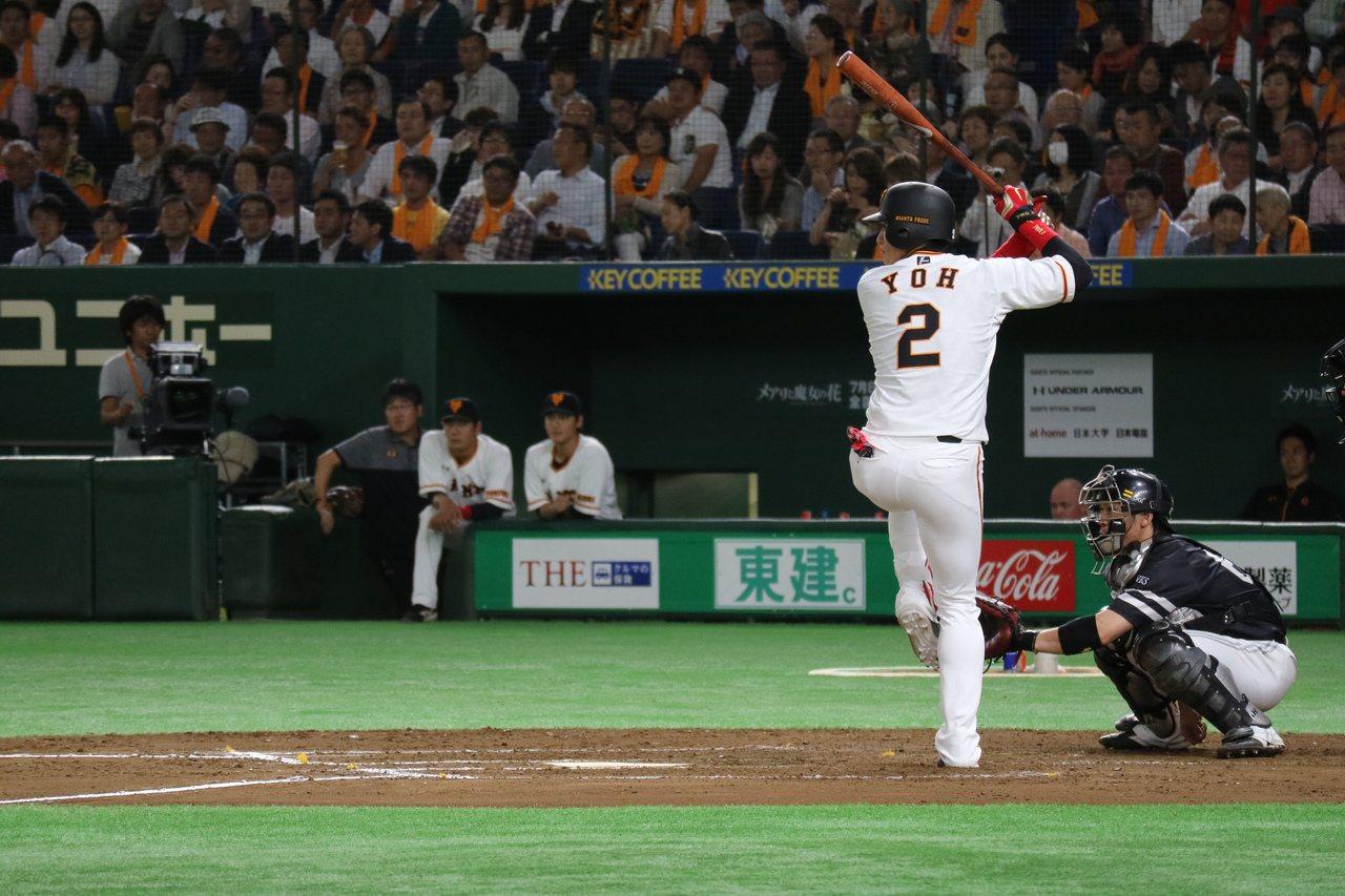2017年日本職棒中央聯盟與太平洋聯盟交流戰,陽岱鋼在巨人對軟銀第二戰上場打擊。...