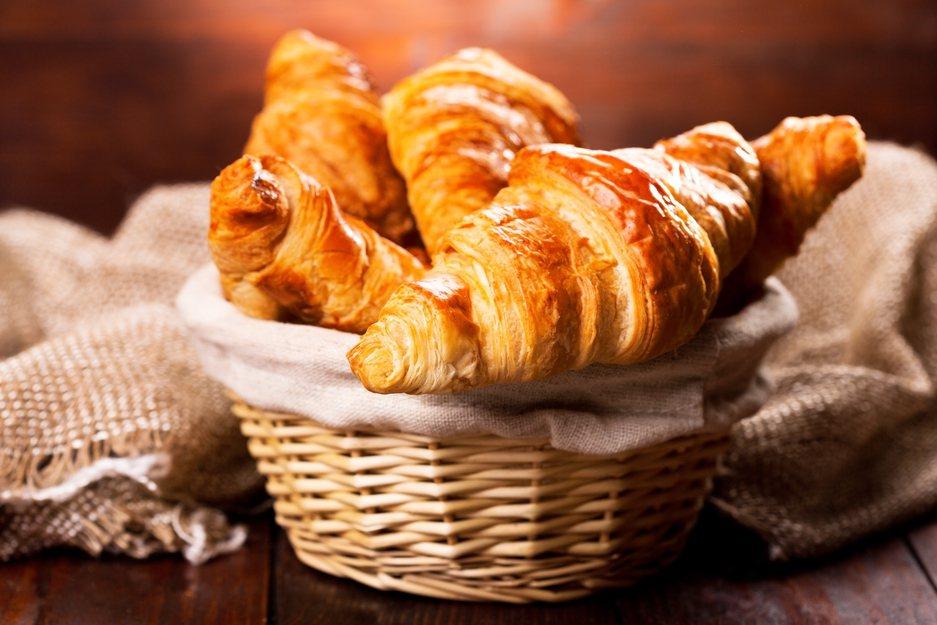 法國麵包業者警告,由於奶油的價格正不斷飆漲,導致麵包業的獲利正不斷削減,進而對整...