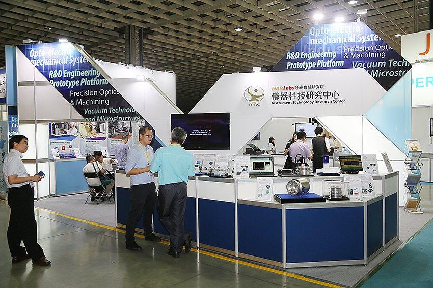 國研院儀器科技研究中心在今年的台北光電展大秀實機成果。 曹松清/攝影
