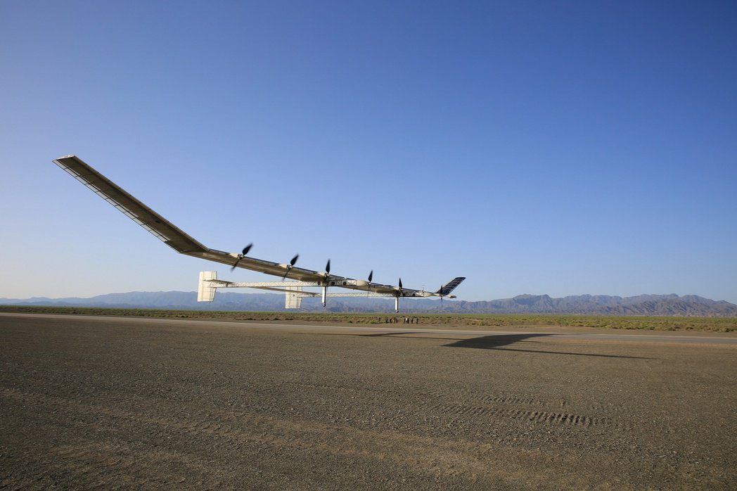 新型彩虹太陽能無人機完成臨近太空、超過20公里高空的飛行試驗。(中新社) 中新社
