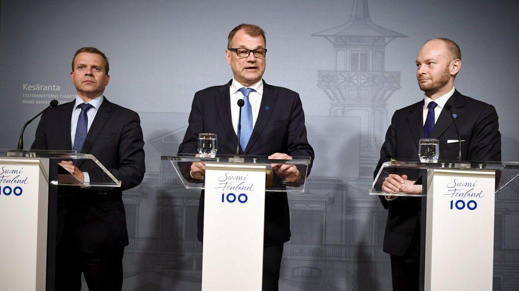 芬蘭總理席彼拉(中)宣布,不再與反移民立場的真芬黨合作。(路透)