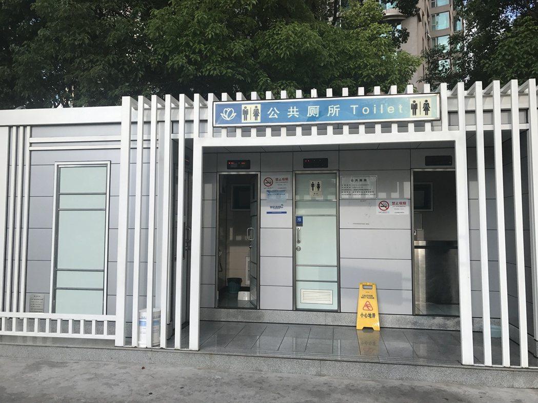 廣州天河區臨江大道旁的環保公廁。 記者林宸誼╱攝影