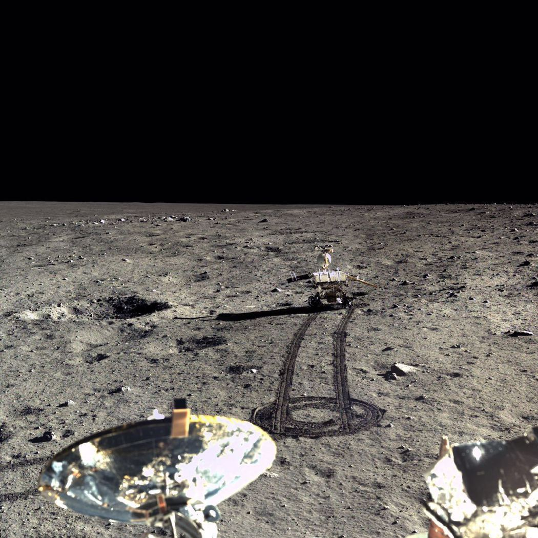 圖為嫦娥三號和玉兔月球車拍攝迄今為止最清晰的月面高分辨率全彩照片。新華社資料照