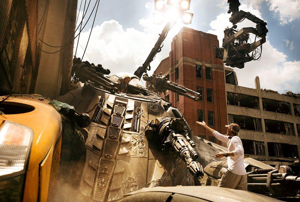 「變形金剛5:最終騎士」首次使用兩台IMAX攝影機進行3D實拍,並且有98%的畫