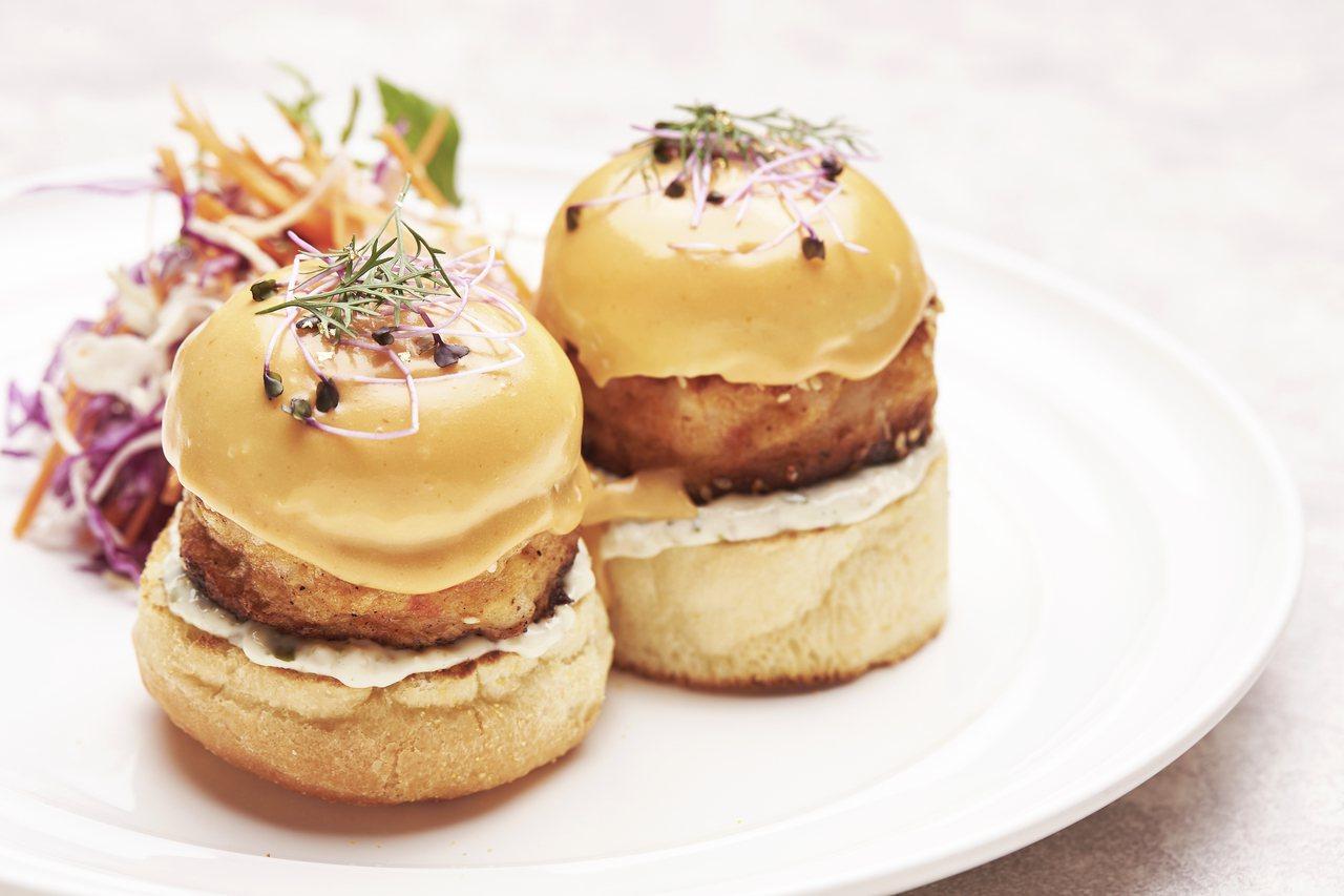 新竹限定鮮煎蝦餅班尼迪克蛋。圖/Sarabeth's Taiwan提供