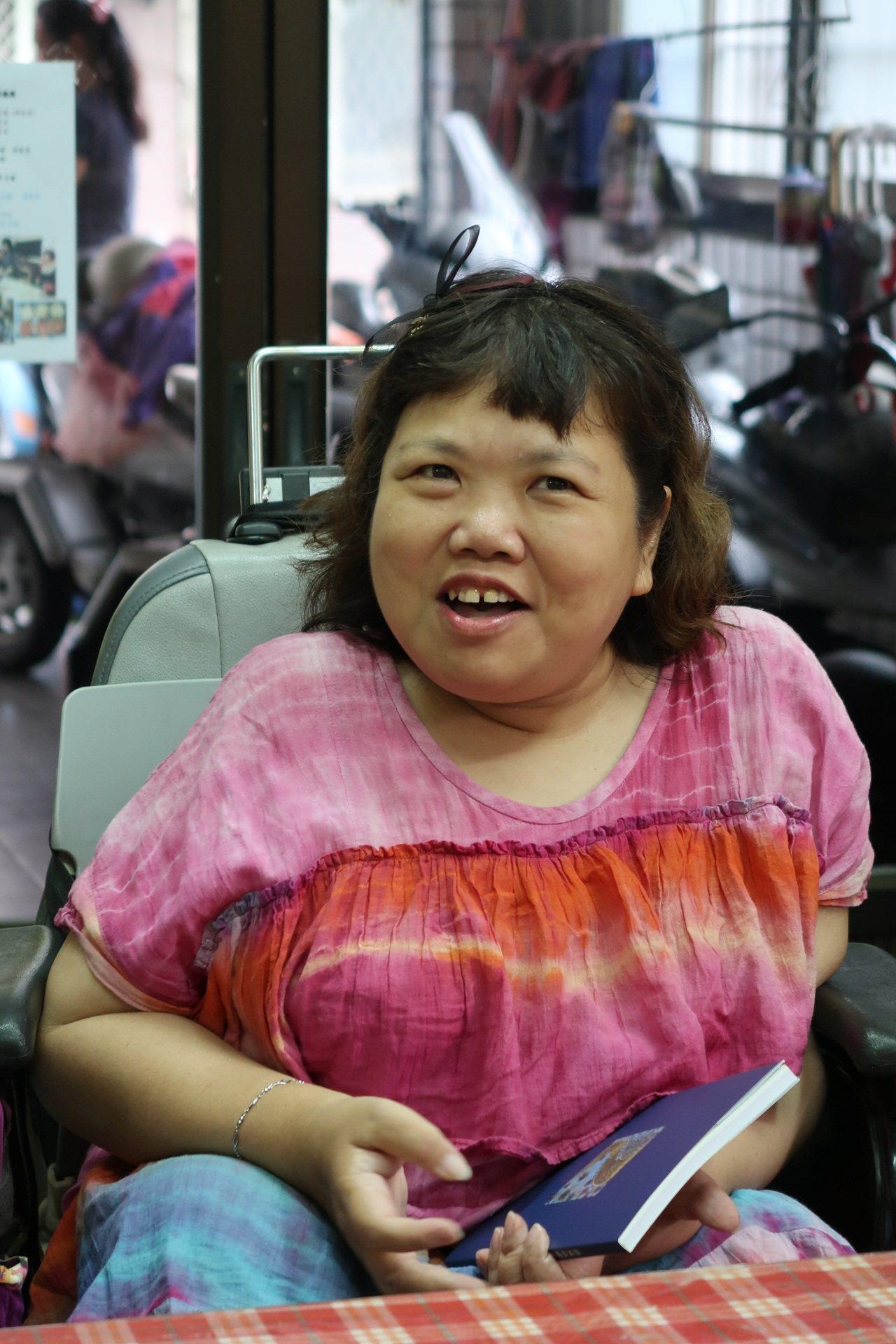 張汝珊形容自己「那個以前活在黑暗裡的小女孩,現在愈來愈快樂了」!記者翁禎霞/攝影