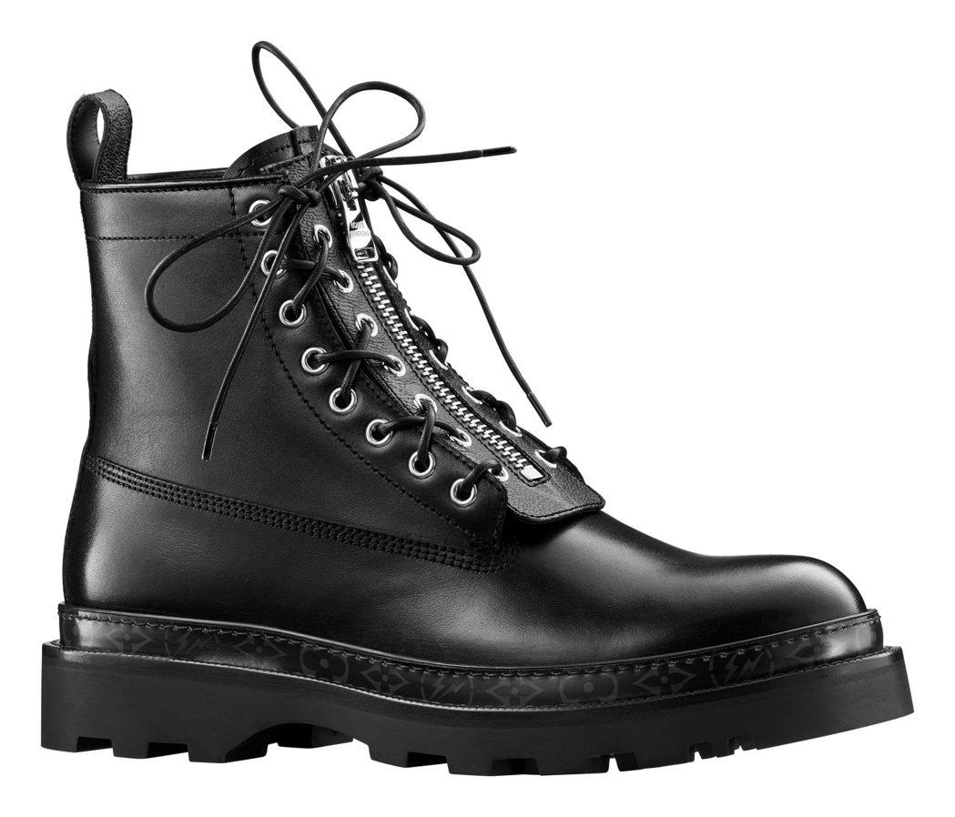 男靴系列推出百搭款式,僅在側邊以monogram圖紋低調裝飾。圖/LV提供