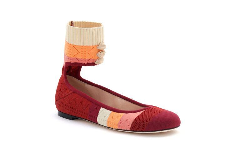 酒紅綁帶平底鞋,售價25,100元。圖/FENDI提供