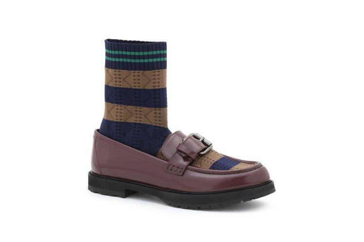 咖啡色襪套休閒鞋,售價37,600元。圖/FENDI提供