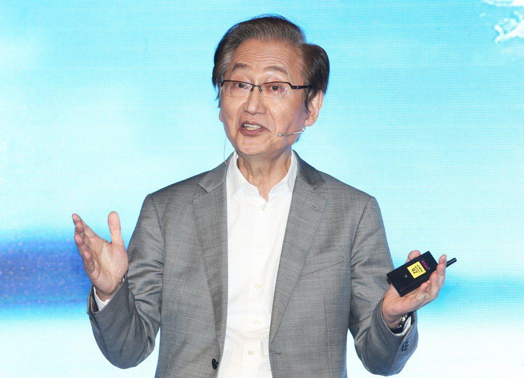 華碩董事長施崇棠出席ZenFone AR智慧型手機上市記者會。記者徐兆玄/攝影