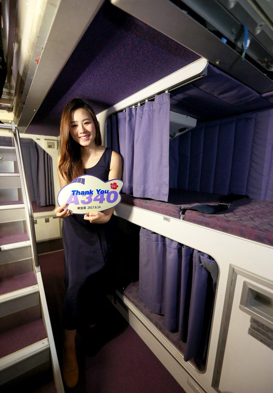 中華航空公司空中巴士A340-300型機隊最後1架,機身編號B-18806,14...