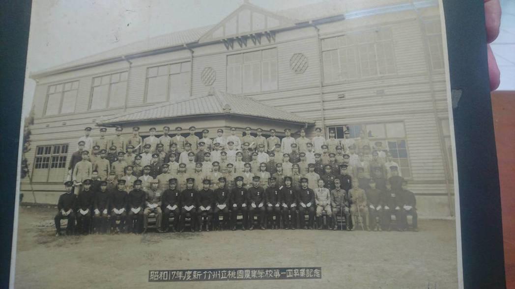 當年的桃園農工名為新竹州立桃園農業學校,校舍是採用木造的日式建築。記者李京昇/攝...