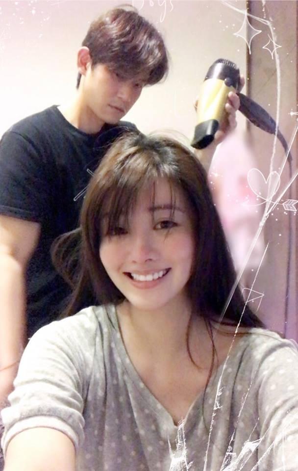 賴琳恩(前)在臉書上與老公陳乃榮放閃。圖/摘自臉書