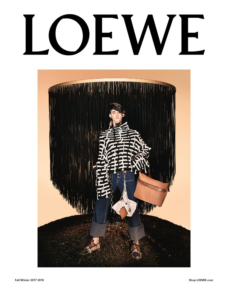 Steven Meisel表現LOEWE 2017秋冬的奇幻感。圖/LOEWE提...