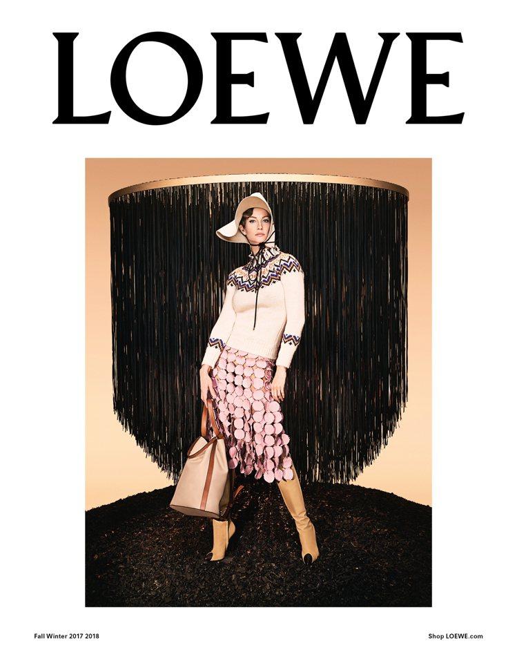 LOEWE 2017秋冬形象廣告由吉賽兒邦臣演繹的秋冬形象廣告。圖/LOEWE提...