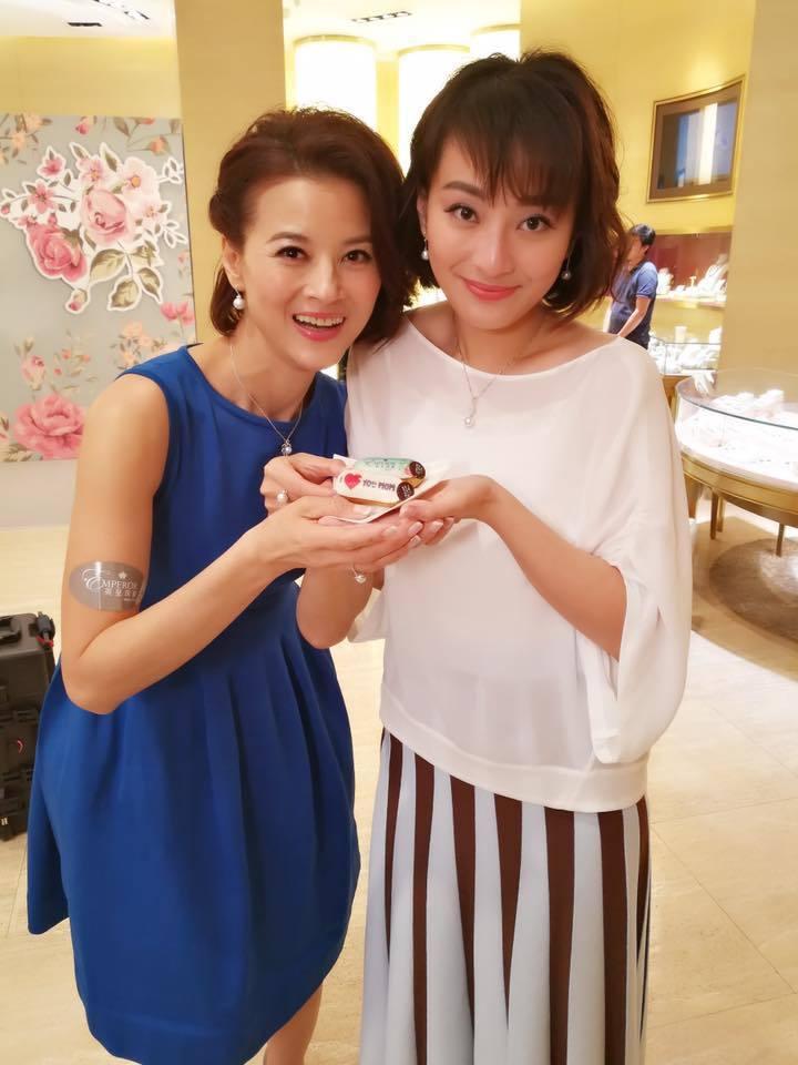 黎燕珊與女兒劉詠詩看來有如姊妹。圖/摘自facebook
