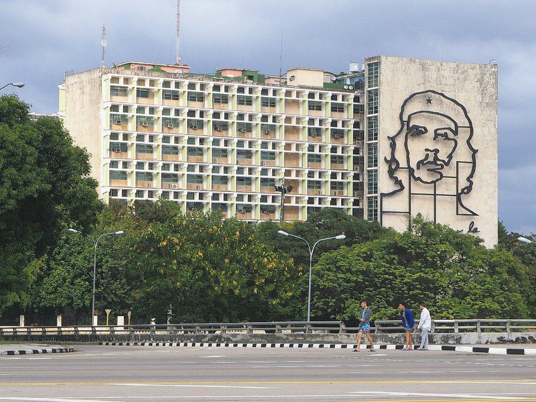切格瓦拉與古巴革命歷程,至今仍被視為一則傳奇,圖為古巴內政部大樓。 圖/李俊明