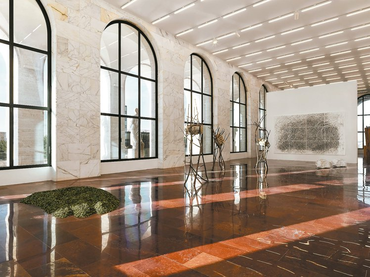 FENDI與義大利雕塑藝術家Giuseppe Penone合作,在羅馬Palaz...