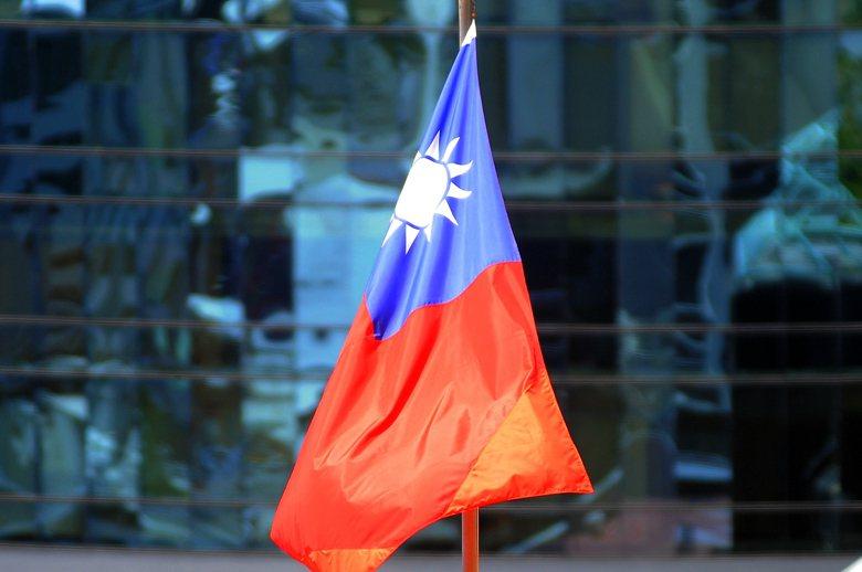 在台灣,有一部份人對「中華民國」這四個漢字有感情、有認同。另一方面,也有一部份人對「中華民國」這四個漢字有排斥感,這兩類人共存,也沒什麼奇怪。 圖/歐新社
