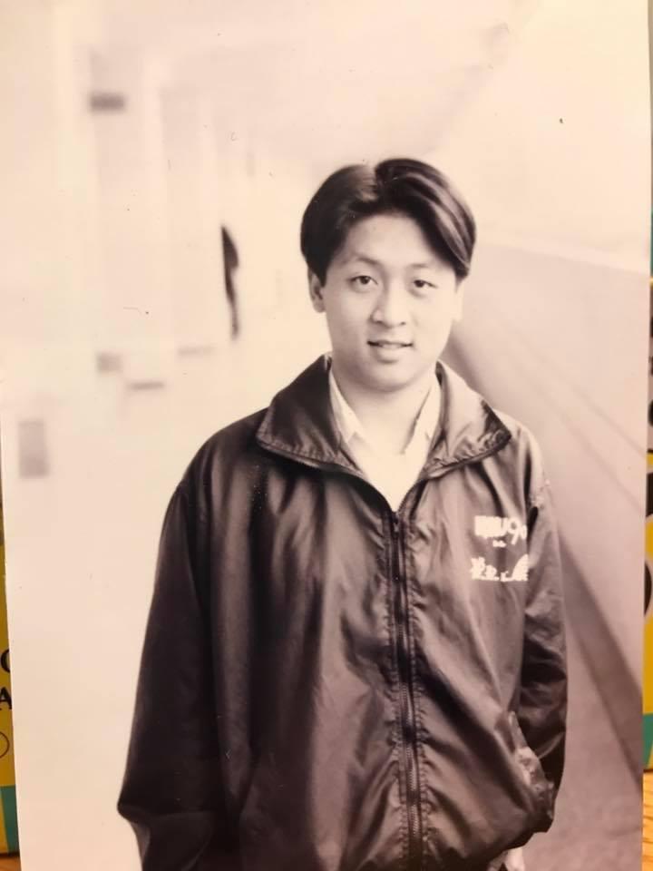 納豆青澀照被說像李東健。 圖/擷自納豆臉書