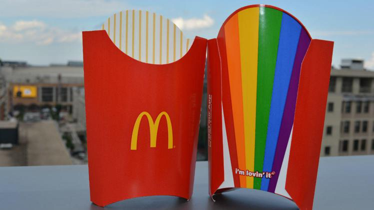 麥當勞推出限量版彩虹薯條包裝。圖/擷自twitter