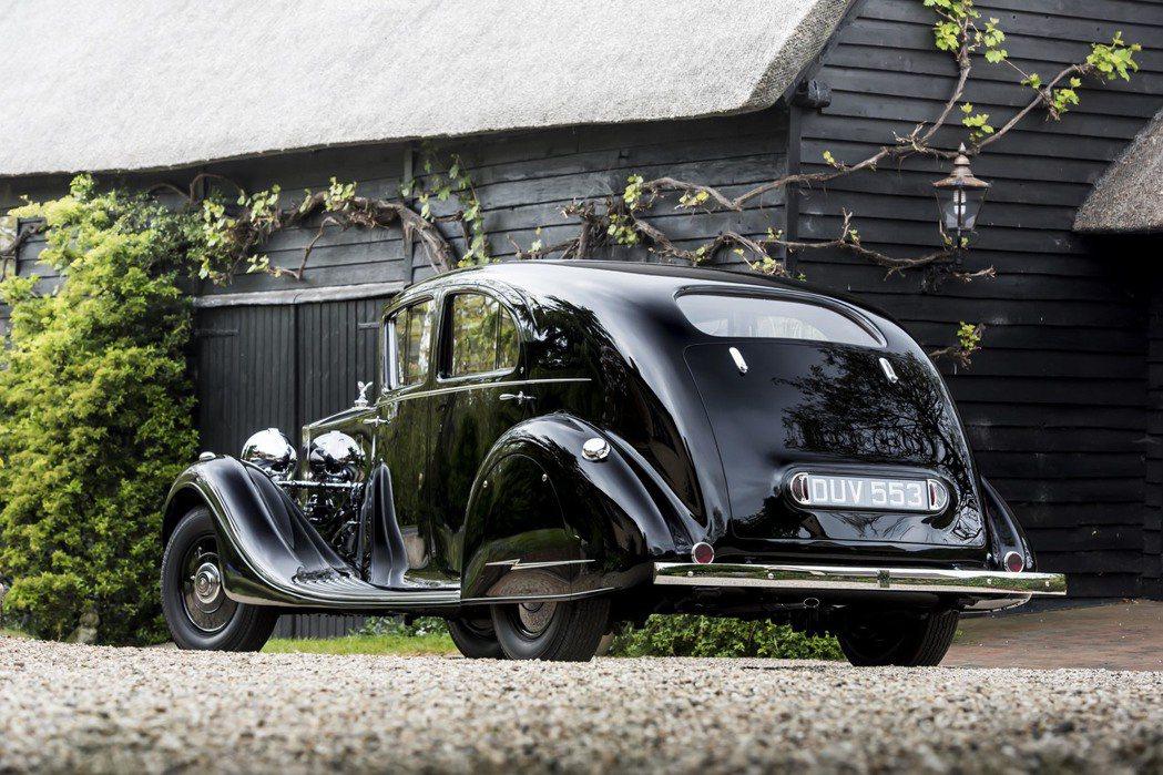 The Butler Phantom III原為德哈維蘭飛機公司(De Havilland Aircraft Company)執行長Alan Samuel Butler所訂製,車身則由奇司威克(Chiswick)的HJ Mulliner 製造,之後成為蒙哥馬利元帥愛駒,充滿傳奇色彩。圖/Rolls-Royce提供