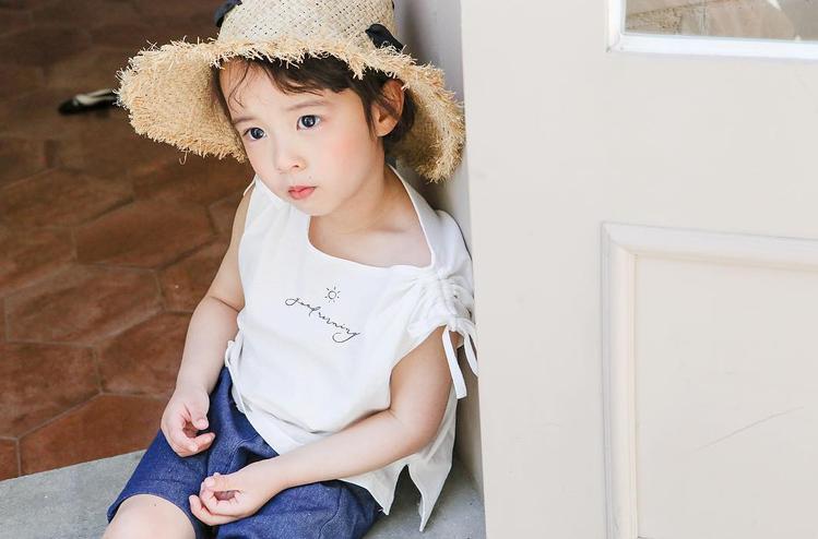 李時厚被網友稱為「兒童版花美男」。圖/擷自instagram