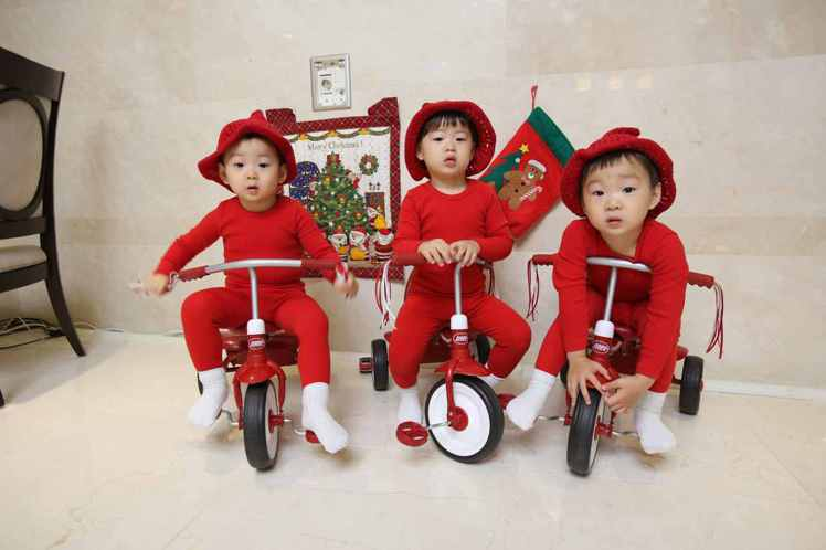 3胞胎大韓、民國、萬歲在「我的超人爸爸」人氣超高。圖/中天提供