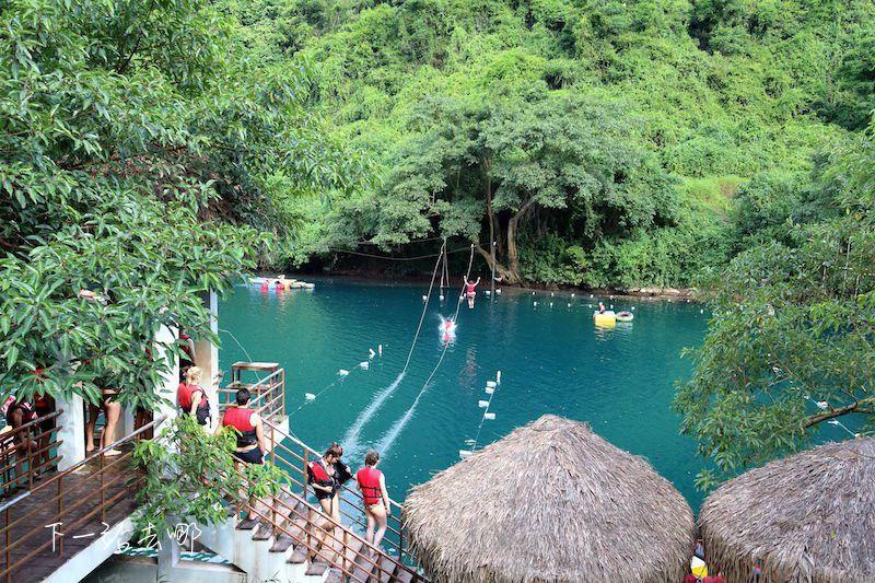 洞穴外的天然水池。 攝影/賴勳毅