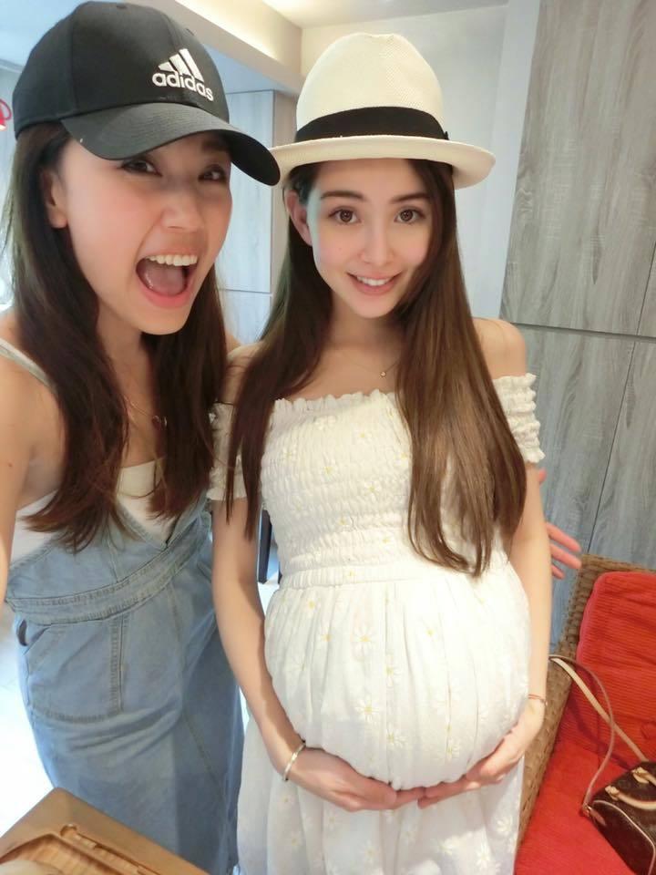 昆凌(右)第二胎卸貨前也被指身材超級不科學。圖/摘自臉書