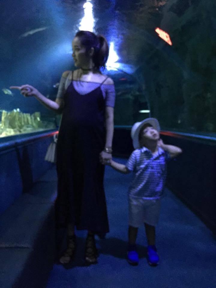 侯佩岑(左)帶兒子出遊。圖/摘自臉書