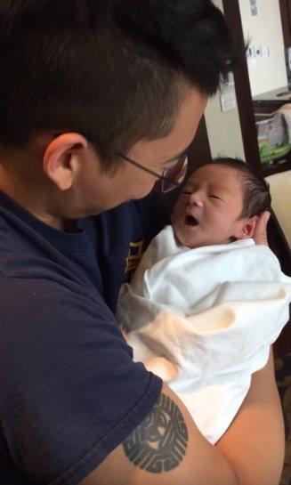 隋棠PO出兒子Max剛出生時期的影片。圖/截圖自youtube
