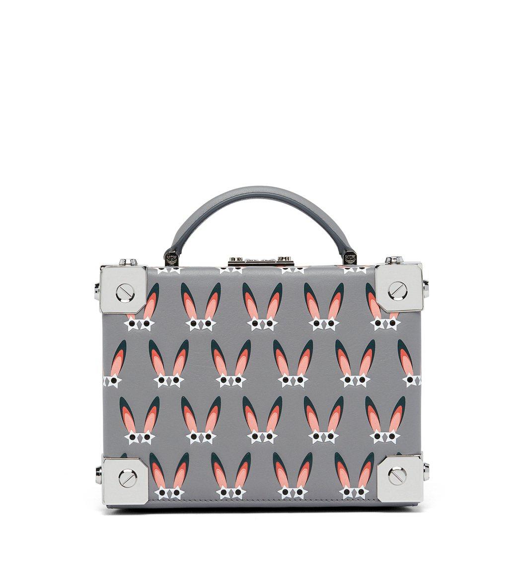 Berlin包款也推出星眼兔皮革壓印系列,價格店洽。圖/MCM提供