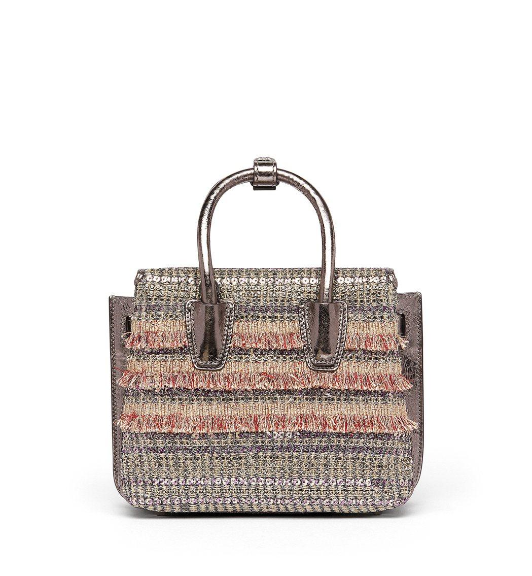 Milla Crystal Tweed迷你型銀色手袋,價格店洽。圖/MCM提供