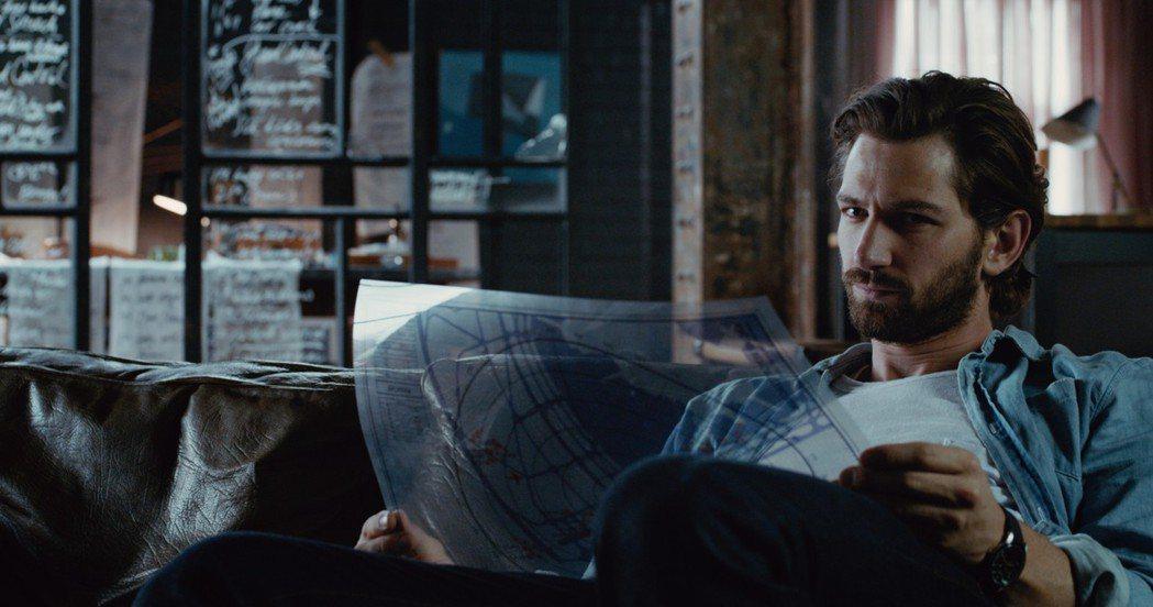麥可俞斯曼在「2:22」展現帥氣魅力。圖/甲上提供