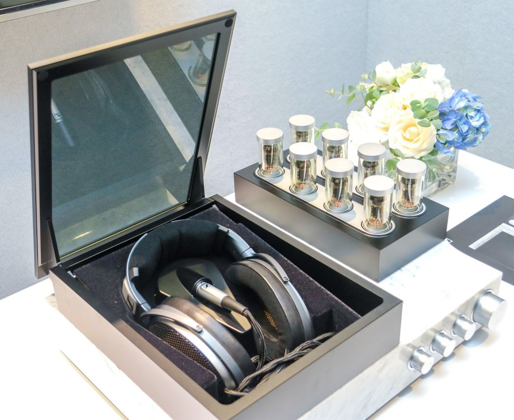 HE 1靜電耳機系統是Sennheiser歷經近10年的研發,結合頂尖聲學工程先...