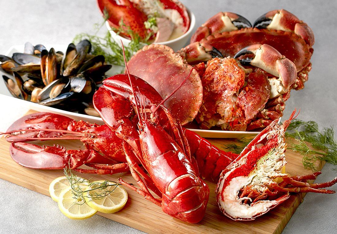 寒舍艾美舉辦仲夏海鮮暢食樂活動,推出有蟹膏之王的愛爾蘭麵包蟹。圖/寒舍艾美提供