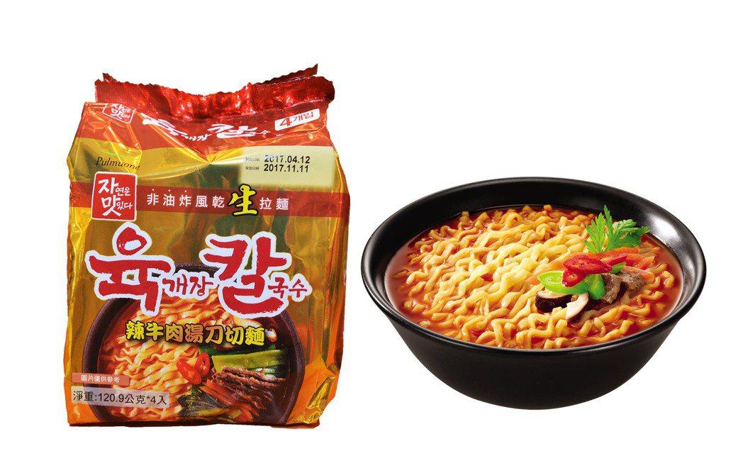 「辣牛肉湯刀切麵」是2016年韓國非油炸拉麵銷售冠軍,6個月內熱銷2100萬包,...
