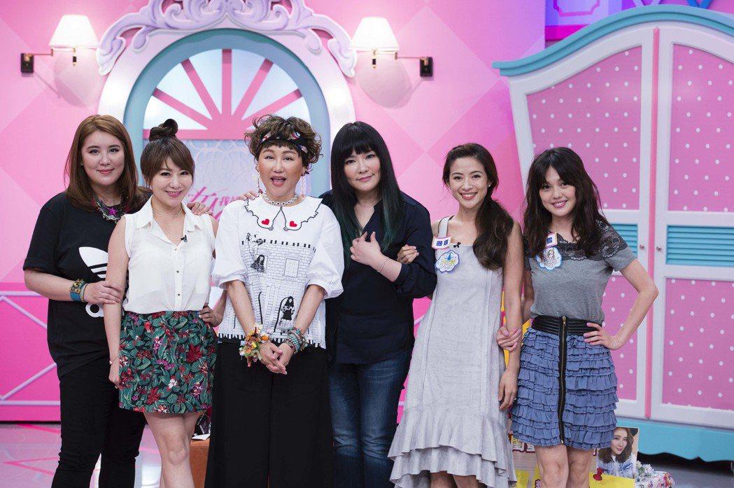 小禎(左一)、佩甄(左二)和蜜雪(右一)、薇琪(右二)是圈內兩對超級閨蜜。圖/T