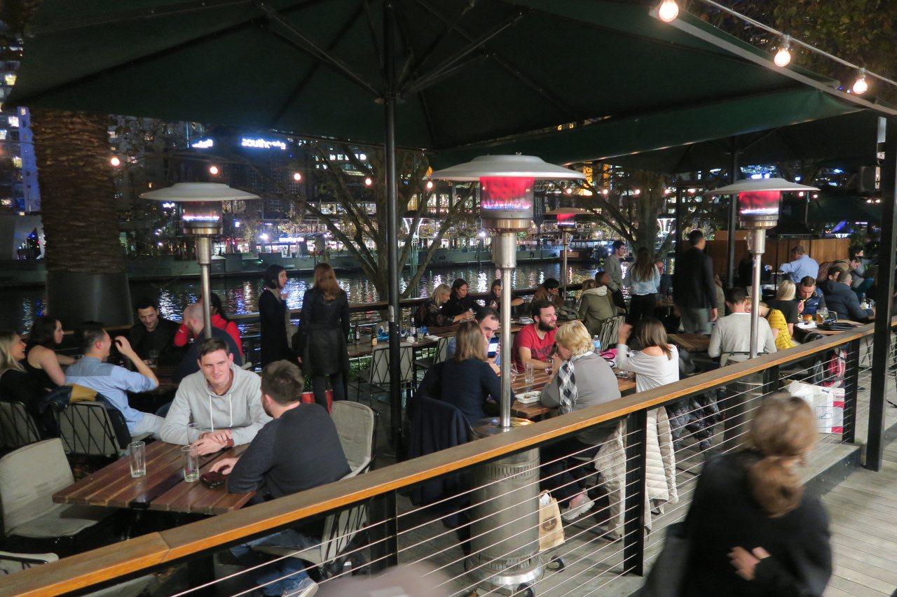 Arbory是全墨爾本最長的酒吧。