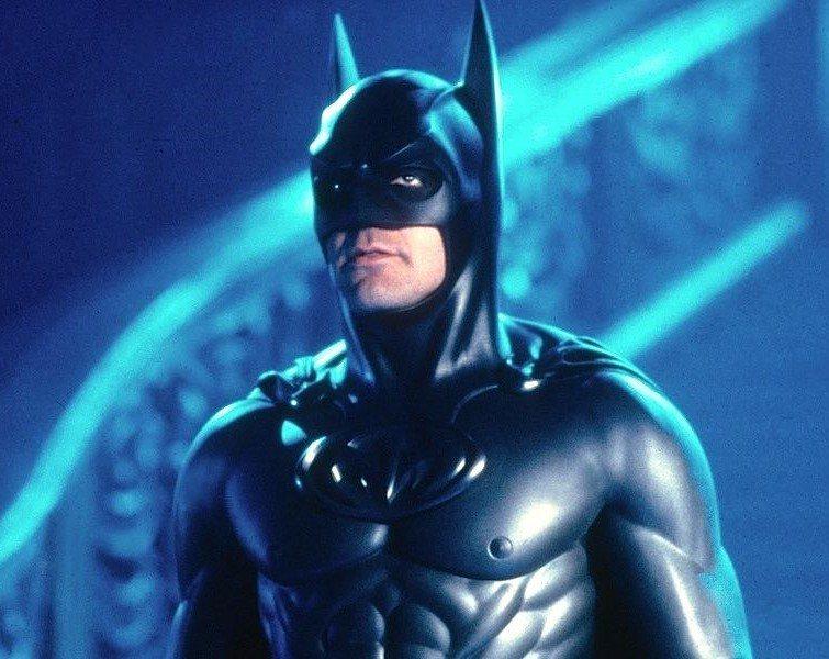 蝙蝠裝上長乳頭,令很多粉絲大感不滿。圖/摘自imdb
